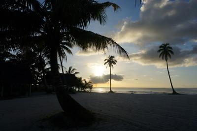 [グアム旅] グアム・ビーチでサンセットカクテル