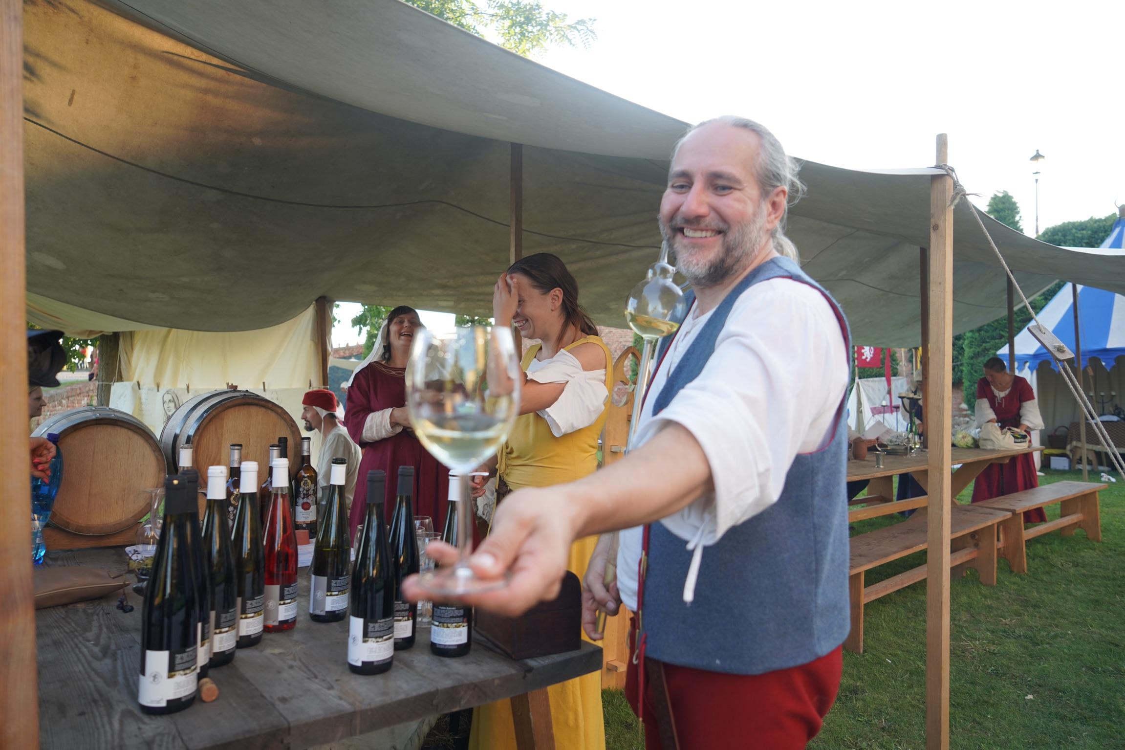 【初めてのチェコ旅】ミクロフ パーラヴァぶどう収穫祭(Palavske vinobrani)でしたい5つのこと